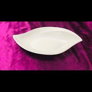 🌈3/$20. Elegant Porcelain Leaf-Shaped Platter
